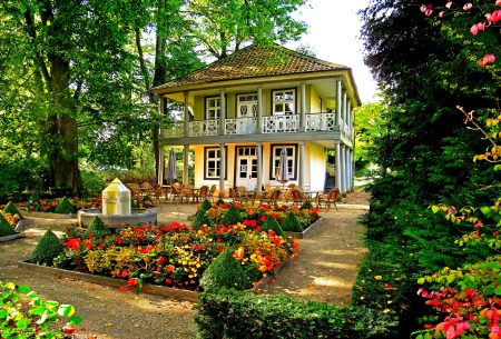 Beau So Make Sure That You Have A Garden That You Can Maintain. A Garden Always  Has To Complement Your House.